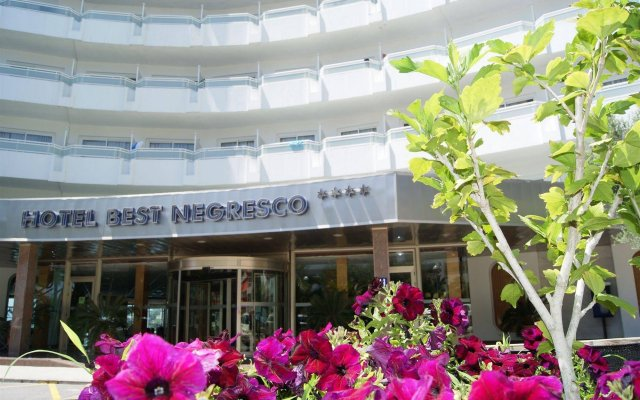 Отель Best Complejo Negresco Испания, Салоу - 8 отзывов об отеле, цены и фото номеров - забронировать отель Best Complejo Negresco онлайн вид на фасад