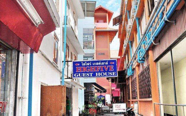 Отель Highfive Guest House вид на фасад