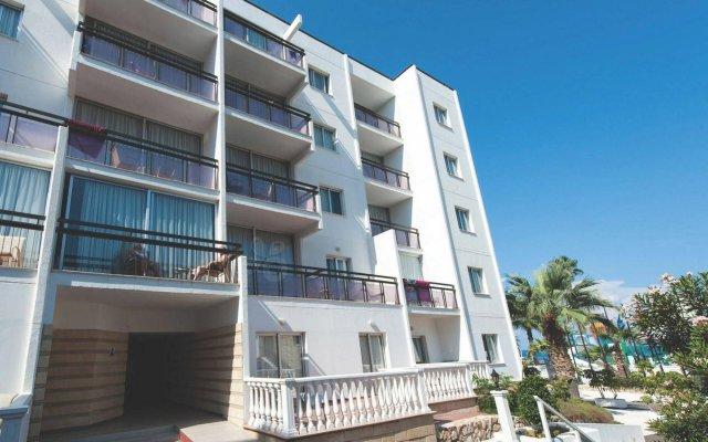 Marlita Beach Hotel Apartments вид на фасад