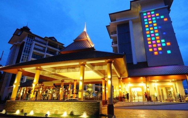 Crystal Palace Hotel вид на фасад