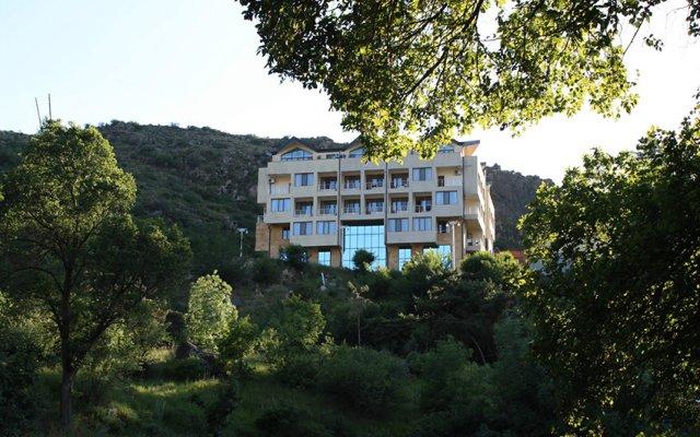 Отель Арзни вид на фасад