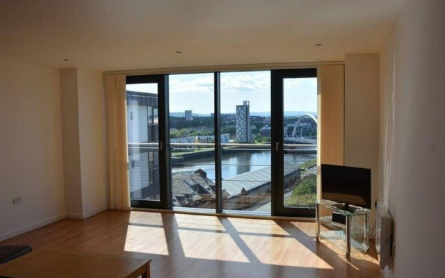 Bright Apartment in Glasgow Near Paisley West End