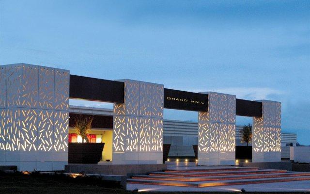 Отель Grand Resort Lagonissi вид на фасад