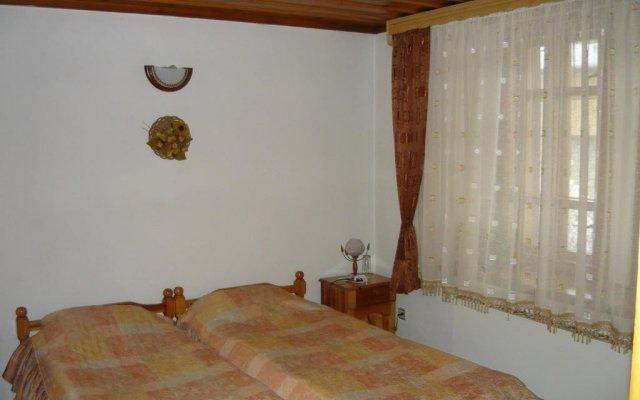 Отель Dobrikovskata Guest House Болгария, Чепеларе - отзывы, цены и фото номеров - забронировать отель Dobrikovskata Guest House онлайн комната для гостей