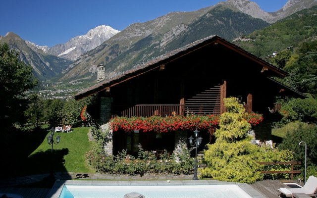 Mont Blanc Hotel Village вид на фасад