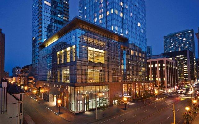 Отель Four Seasons Hotel Toronto Канада, Торонто - отзывы, цены и фото номеров - забронировать отель Four Seasons Hotel Toronto онлайн вид на фасад