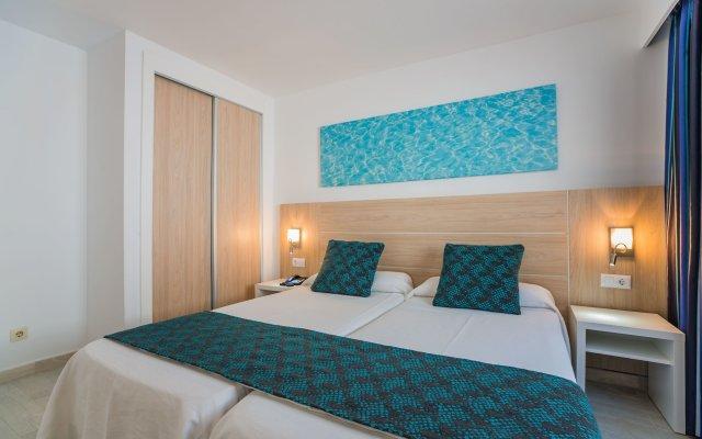 Отель Aparthotel Holiday Center комната для гостей