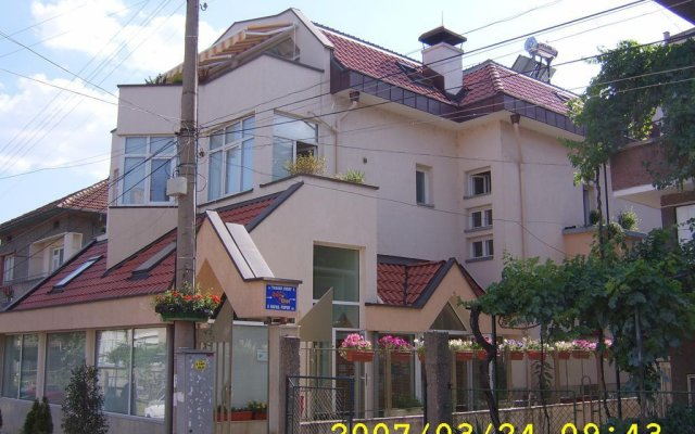 Отель Guest House Diel Велико Тырново вид на фасад