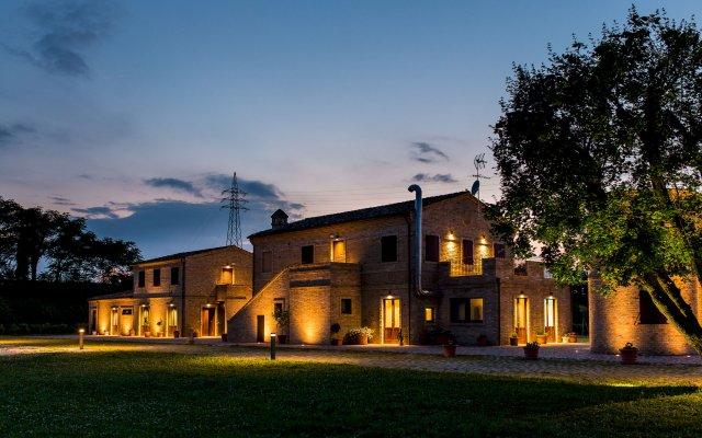 Отель Moretti Country House Чивитанова-Марке вид на фасад