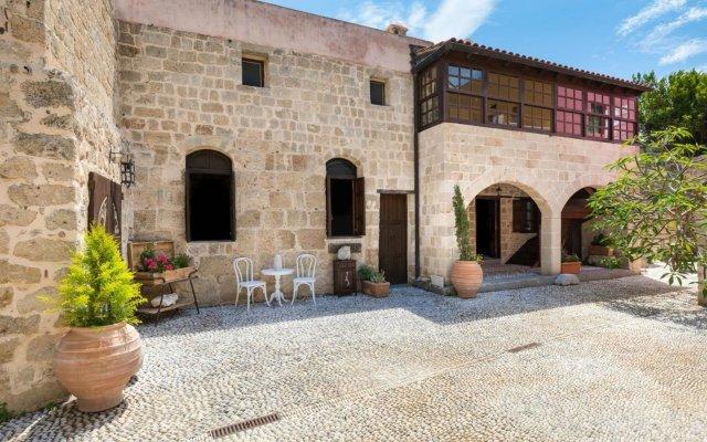 Отель Saint Artemios Boutique Hotel Греция, Родос - отзывы, цены и фото номеров - забронировать отель Saint Artemios Boutique Hotel онлайн вид на фасад