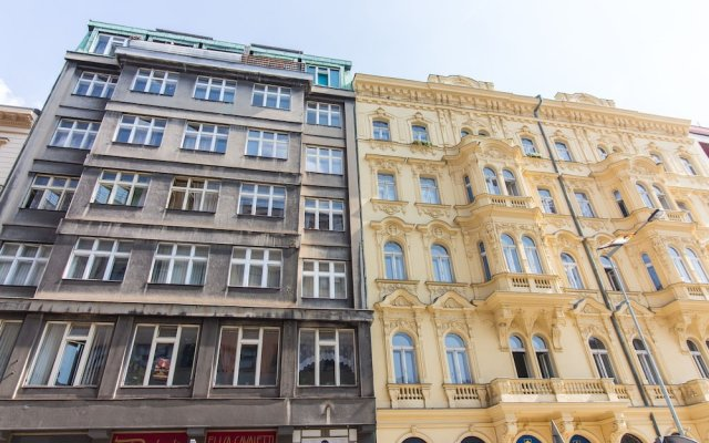 Апартаменты Opletalova Apartment on Wenceslas Square Прага вид на фасад