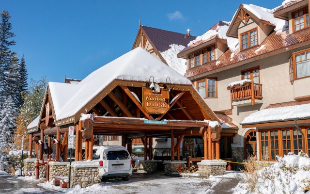 Отель Banff Caribou Lodge and Spa вид на фасад