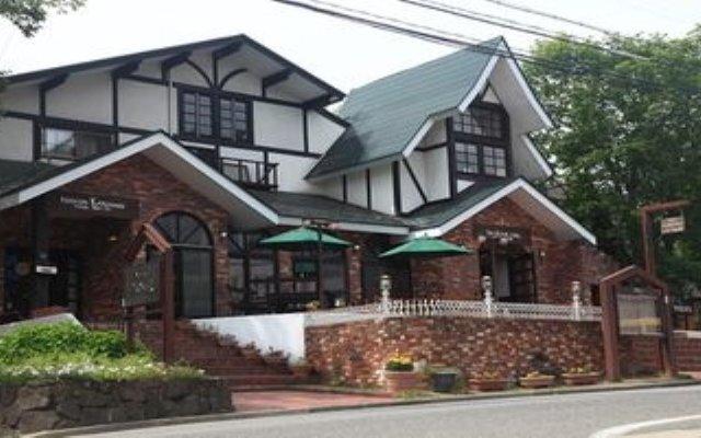 Отель Lodge Karunaju & The Alpine Grill Хакуба вид на фасад