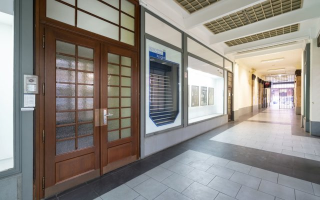 Апартаменты Premier Apartment Vodickova Прага вид на фасад