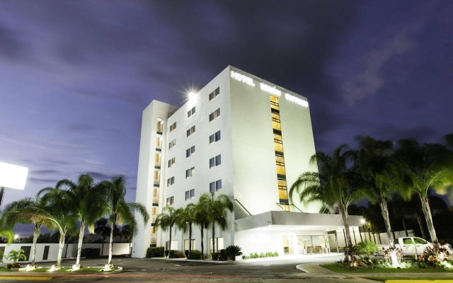 Отель Mision Express Merida Altabrisa вид на фасад