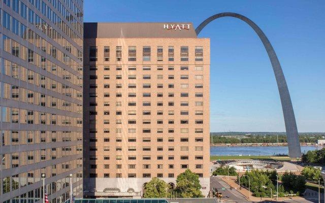 Отель Hyatt Regency St. Louis at The Arch вид на фасад