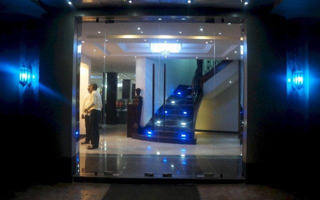 Oakspring Hotel & Luxury Suites вид на фасад