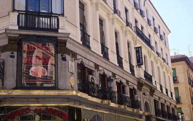 Отель Hostal Esmeralda вид на фасад