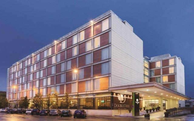 Отель DoubleTree by Hilton Milan Милан вид на фасад