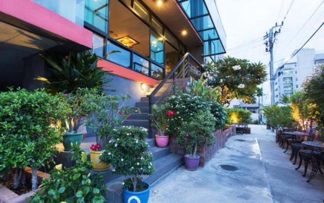 B2 Bangkok Hotel - Srinakarin вид на фасад