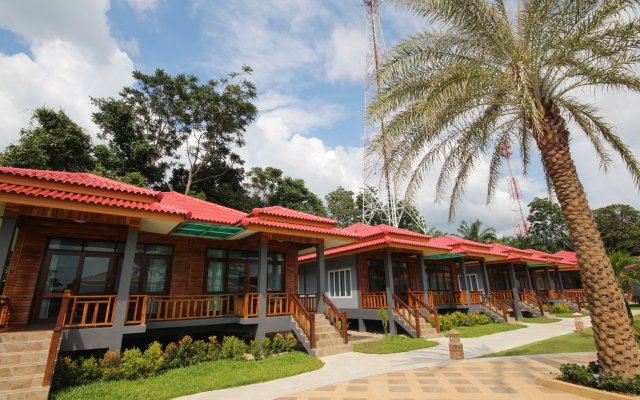 Отель Lanta Lapaya Resort Ланта вид на фасад