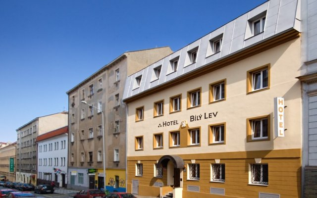 Hotel White Lion вид на фасад