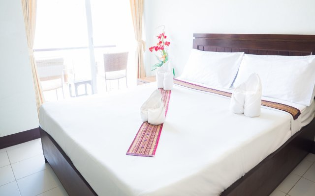 Отель Patong Moon Inn Guesthouse комната для гостей