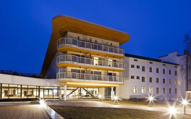 Отель Holiday Club Saimaa Hotel Финляндия, Рауха - 12 отзывов об отеле, цены и фото номеров - забронировать отель Holiday Club Saimaa Hotel онлайн вид на фасад