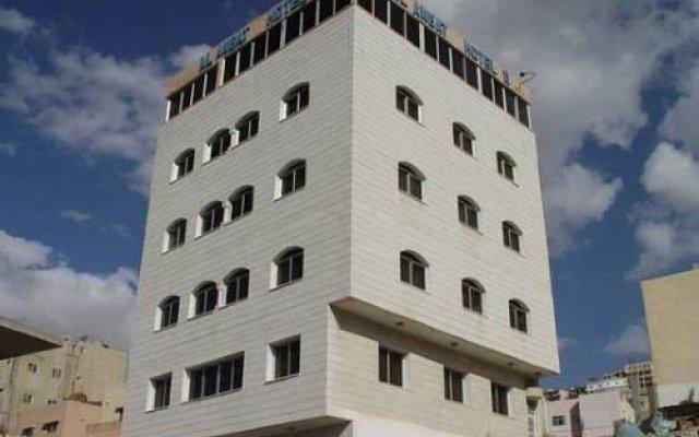 Отель Al Anbat Midtown 3 Иордания, Вади-Муса - отзывы, цены и фото номеров - забронировать отель Al Anbat Midtown 3 онлайн вид на фасад