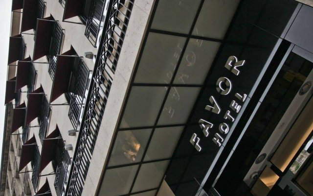 Hotel Favor Дюссельдорф вид на фасад