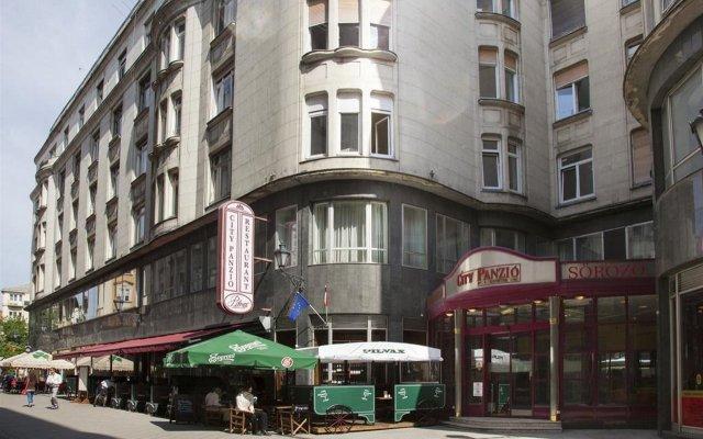 Отель City Hotel Pilvax Венгрия, Будапешт - 7 отзывов об отеле, цены и фото номеров - забронировать отель City Hotel Pilvax онлайн вид на фасад