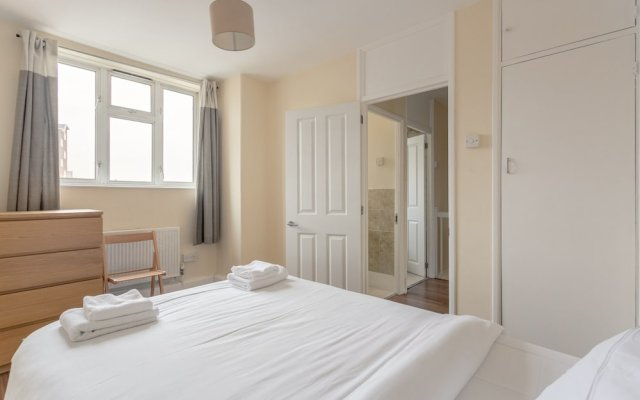 Отель 4 Bedroom Apartment in Battersea Великобритания, Лондон - отзывы, цены и фото номеров - забронировать отель 4 Bedroom Apartment in Battersea онлайн комната для гостей