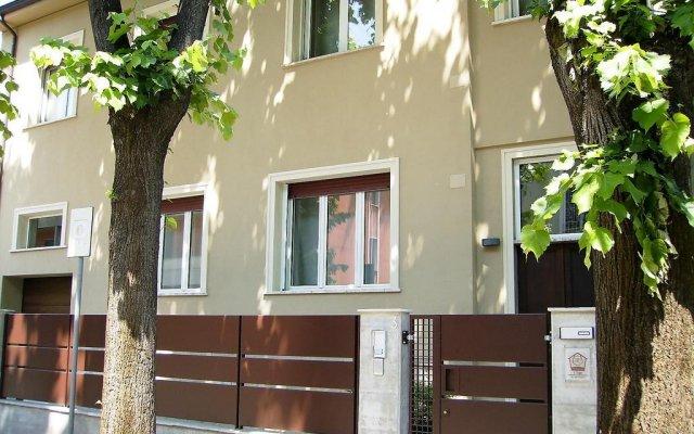 Отель I Tigli Guest House Пьяченца вид на фасад