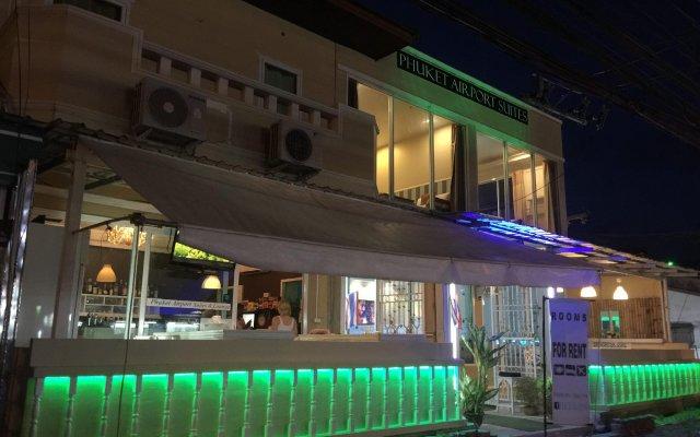 Отель Phuket Airport Suites & Lounge Bar - Club 96 вид на фасад