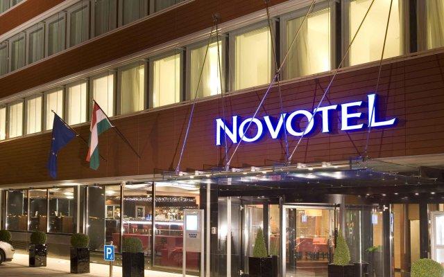 Отель Novotel Budapest Danube вид на фасад