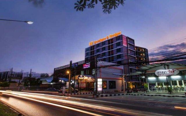 B2 Phuket Hotel вид на фасад