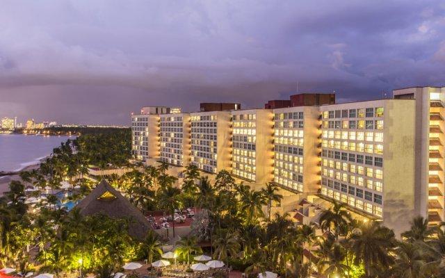 Отель Sheraton Buganvilias Resort & Convention Center вид на фасад