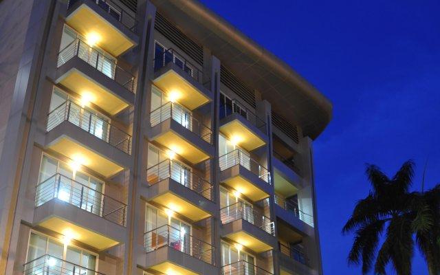 Отель PALMS@SUKHUMVIT Бангкок вид на фасад