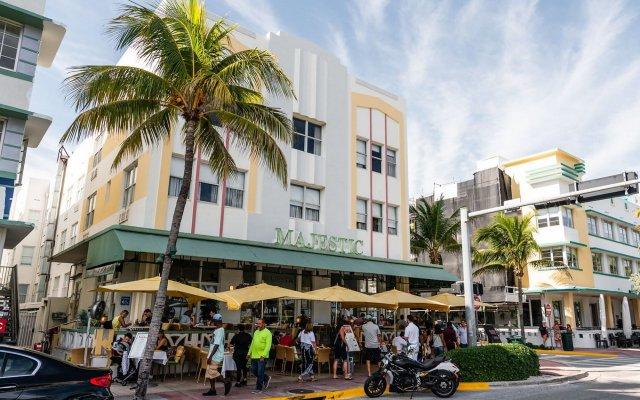 Majestic Hotel South Beach вид на фасад