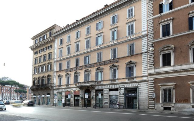 Exe Hotel Della Torre Argentina Рим вид на фасад