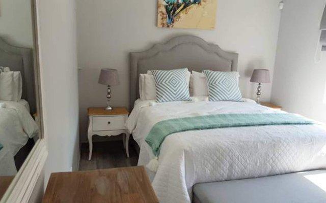 Отель Waterside Cottages Габороне комната для гостей