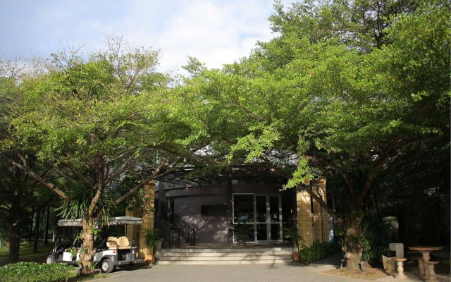 Отель The Leela Resort & Spa Pattaya вид на фасад
