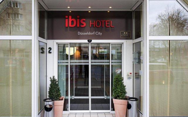 Отель ibis Duesseldorf City Германия, Дюссельдорф - отзывы, цены и фото номеров - забронировать отель ibis Duesseldorf City онлайн вид на фасад