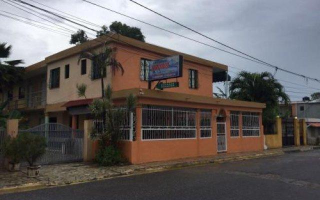 Отель Aparta Hotel Bruno Доминикана, Бока Чика - отзывы, цены и фото номеров - забронировать отель Aparta Hotel Bruno онлайн вид на фасад
