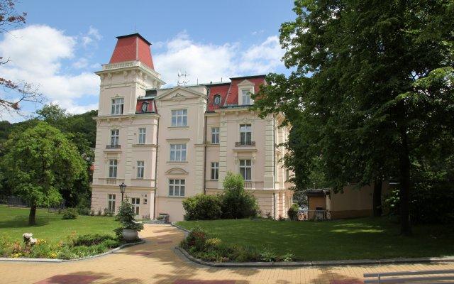 Отель Bristol Vila Tereza Карловы Вары вид на фасад