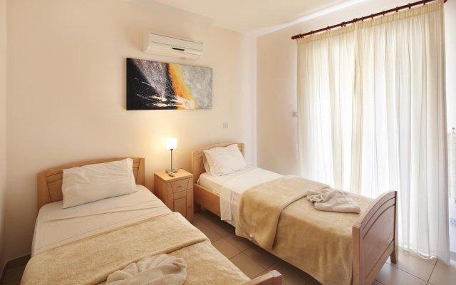 Отель Adamou Gardens комната для гостей