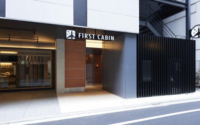 Отель First Cabin Kyobashi вид на фасад