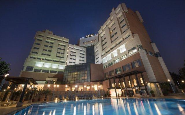 Отель The Suryaa New Delhi вид на фасад