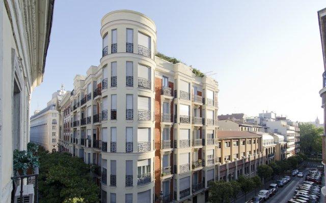 Отель Apartamento Paseo del Prado II Мадрид вид на фасад