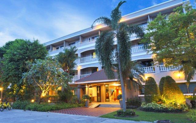 Отель Pattra Mansion by AKSARA Collection Таиланд, Пхукет - отзывы, цены и фото номеров - забронировать отель Pattra Mansion by AKSARA Collection онлайн вид на фасад